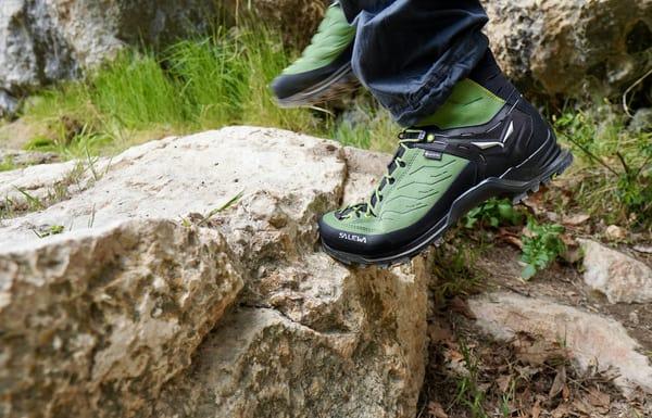 Schuhe für den Klettersteig Schnürung